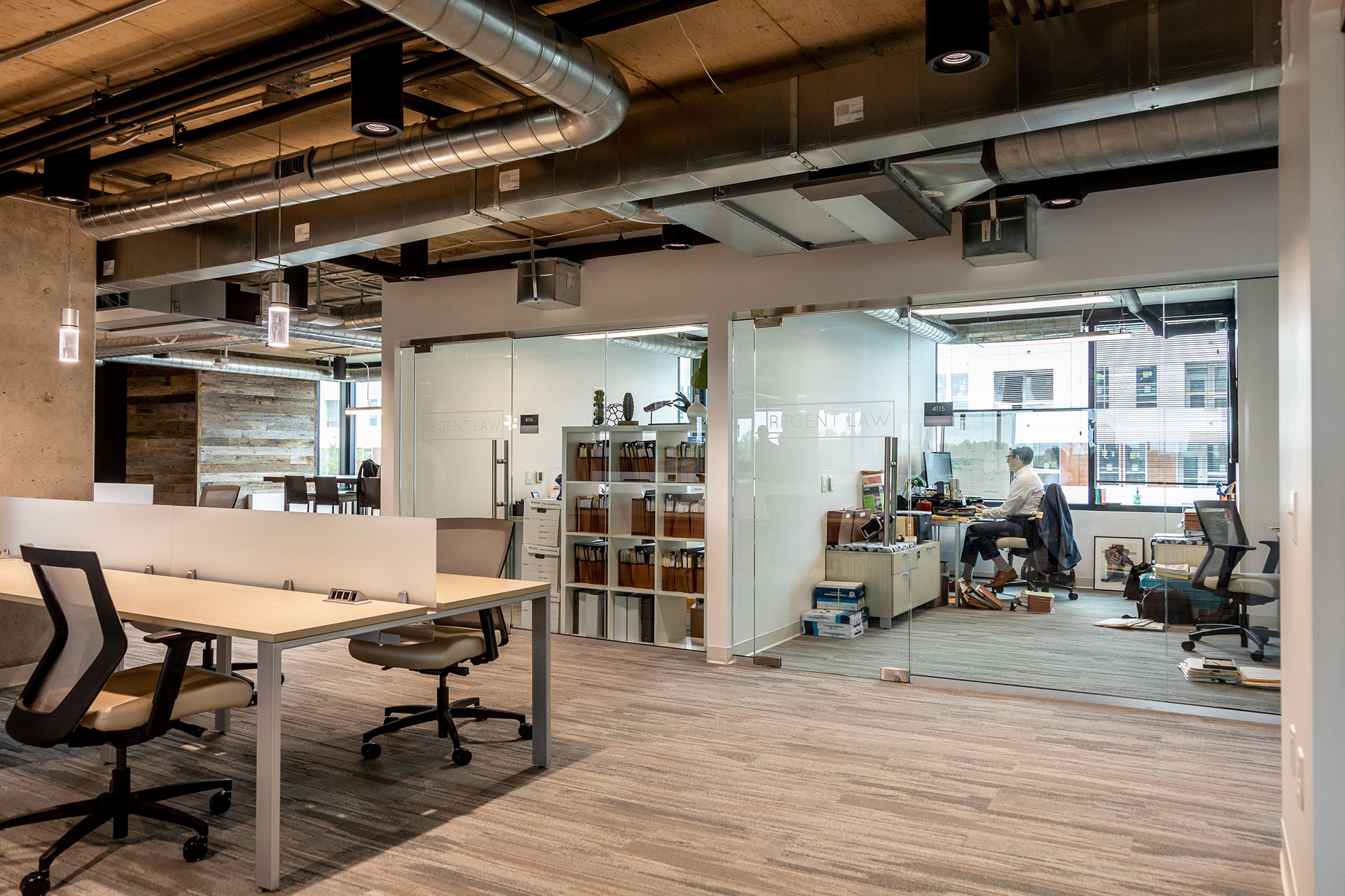 Tips for Choosing Between a Co-Working Space & Private Office – What to Know
